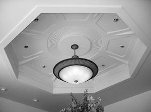 Гипсокартон вдохновляет на создание многоуровневых лабиринтообразных потолков с подсветкой, криволинейные перегородки с многочисленными нишами, полочками и фигурными отверстиями