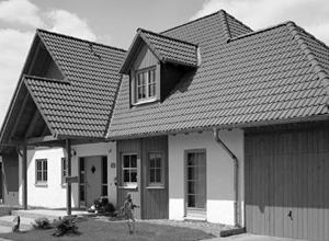 Крыша, являясь важнейшим элементом строительной конструкции, защищает здание от неблагоприятных воздействий окружающей среды. Верхний элемент крыши, непосредственно предохраняющий строение от атмосферных явлений, называется кровля.