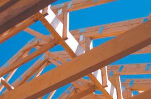 Строительство крыши нового дома — этап крайне ответственный. Именно от нее зависит долговечность всей конструкции, поскольку главная функция кровли — защита от внешних воздействий. Если вы строите дом самостоятельно, воспользуйтесь профессиональными советами, которые помогут качественно решить задачу.