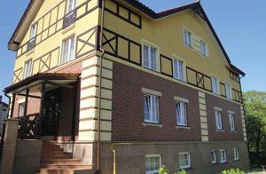 Мини-гостиницы становятся непременным, атрибутом любого российского города, будь то промышленный мегаполис или курортный поселок. Возможность гибкого позиционирования на рынке гостиничных услуг делает этот вид бизнеса выгодным для владельцев. Постояльцев же привлекает в мини-отели относительная доступность номеров по стоимости.