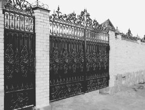 Ворота для дома можно сравнить с визитной карточкой домовладельца. Именно они предоставляют первую информацию о частном доме, поэтому правильный выбор одновременно надежных и красивых ворот - важный этап строительства или ремонта.